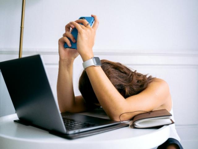 Stressée et au bord du burnout, elle change son rapport au travail en quelques mois.